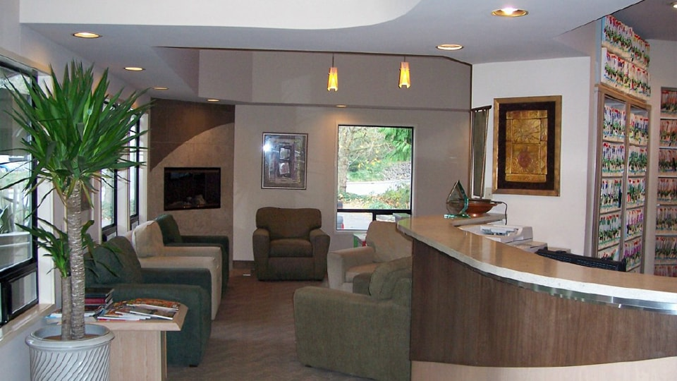 The front desk and lobby of Brookside Dental in Bellevue, WA.